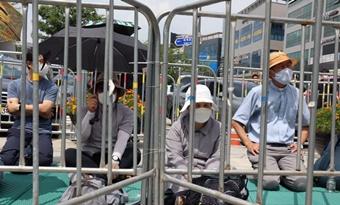 수녀·신부들, 건보고객센터지부 농성장 방문도 막혀