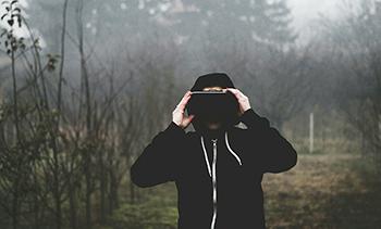 타인이 되는 체험-가상현실(VR)은 더 많은 자유를 줄까?