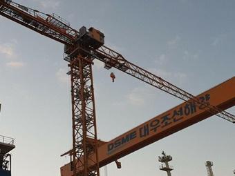 대우조선해양 하청노동자, 해고 철회 40m 타워크레인 농성 돌입