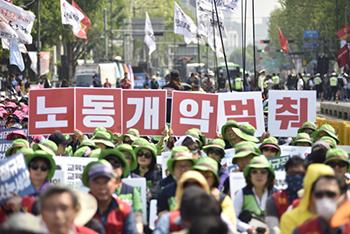 정부, ILO 협약 비준 '동시입법' 추진…개악 공식화?