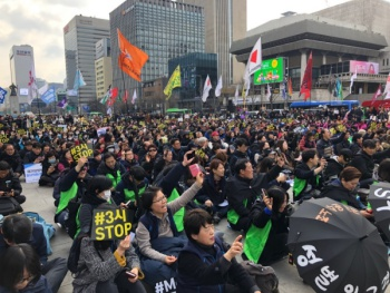 3.8 세계여성의 날, '미투' 외치자 '위드미'가 들려왔다