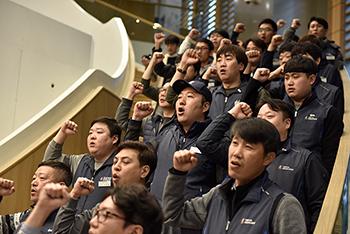 LG유플러스 노동자들, 본사 기습 점거