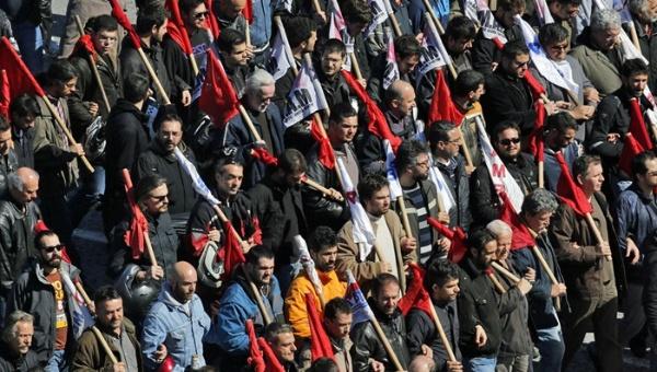 그리스 공무원, 연금 삭감 이은 정리해고 반대 파업...정부 휴업