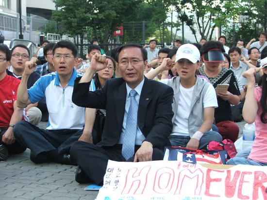 韓国:民労党大統領候補、占拠店...