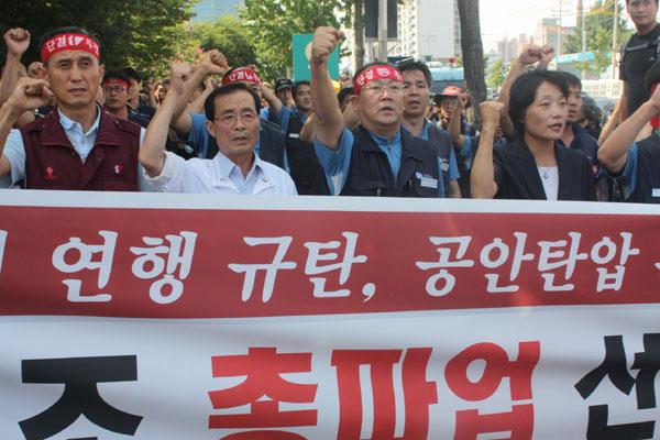 """정치권부터 노동사회까지 """"어청수 파면"""" 한목소리"""