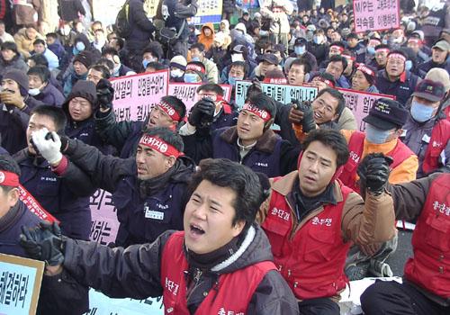 민주노총, 2005년 마지막 결의대회 국회 앞에서 개최