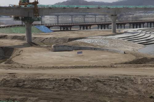 남한강 이포보 붕괴...한강 흙탕물