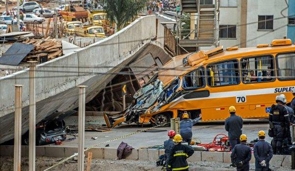 월드컵 개최도시 고가 붕괴... 20여 명 사상