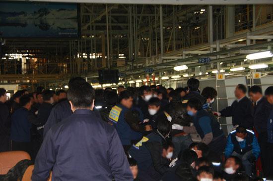 """현대차 아산 또 폭력사태...""""용역 투입됐다"""""""